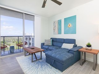2 BR w views of Hollywood Beach & Young Circle