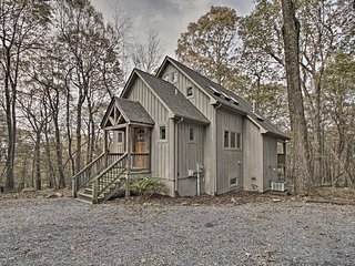 NEW! Wintergreen Cabin w/ Private Hot Tub - Views!