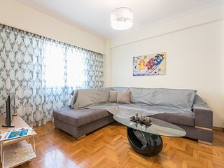 Comfy Apartment in Acropolis Area by Cloudkeys