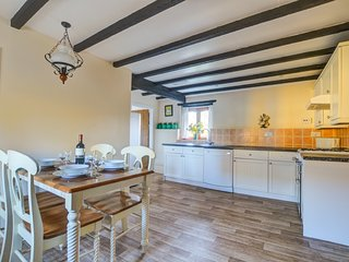 Granary Cottage: Part of a series of stone built holiday cottages WAN423