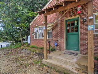 NEW! 'Pen Park Cottage' - 15 Mins to UVA Campus!