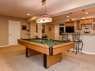 2300 Sq Ft 2 br 1.5 ba Basement with Bar and Pool Table