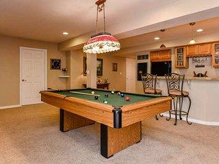 2300 Sq Ft 2 br 1.5 ba Basement with Bar and Pool Table
