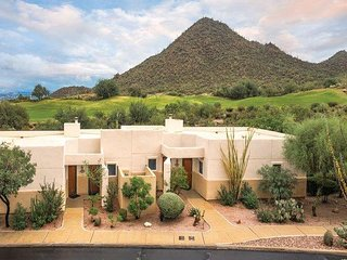 1BR Casita w/Resort Pool,WiFi, Championship Golf Course. Near Tucson Mountain Pk
