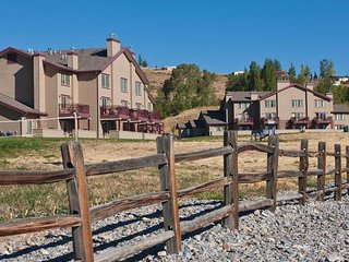 Garden City, UT: 2 Bedroom Near Bear Lake! Fireplace, Pools & Outdoor Activities