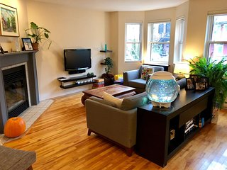 Family friendly home near Little Italy and farmers market (Marche Jean Talon)