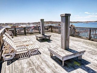 Newport Harbor, Rhode Island: 1BR w/City Views, FREE Wi-Fi, Close to Attractions