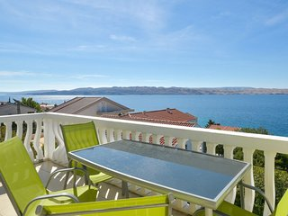 2 bedroom Apartment with Air Con, WiFi and Walk to Beach & Shops - 5681502