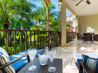 Pacifico L303, beautiful ground floors, 1 bedroom condo steps from the pool