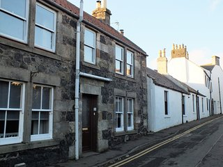 Sandyfield Cottage- homely upper cottage apartment in East Neuk village