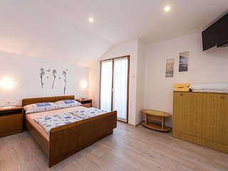 A6 – Cozy room with shared kitchen, big garden, balcony & grill. Bikes for free!
