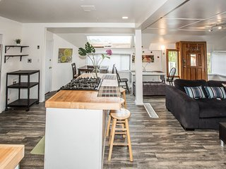 Green Lake Escape ★ Seattle 4 bd 2 ba ★ Sleeps 12!