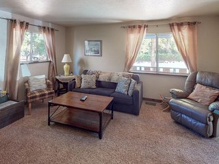 NEW LISTING! Home w/2 balconies & full kitchen close to downtown Big Bear Lake