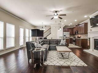 Huge Townhouse in Frisco/Lewisville/Carrollton