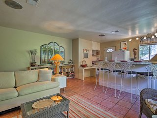 NEW-'The Mermaid Cottage' - Pet Friendly Indio Apt
