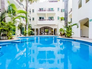 Authentic Charm with Modern Flare - 2BR 2 Bath Pool Minutes to Beach & 5th Ave