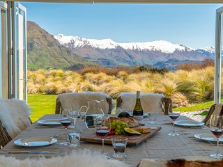 Large, family home with 5beds/5baths and views of Lake Wanaka and mountains.
