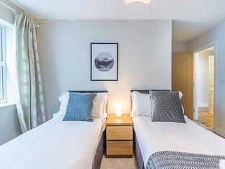 ★ Comfy, Convenient Redhill Apartment ★