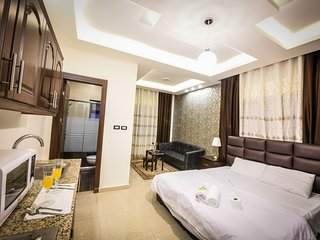 AlQimah Lovely Studio Apartment With Balcony Free Wifi