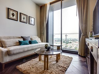 Light and spacious 1 bed 1 bath in the Monument Sanampao Condo