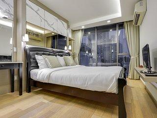 Inviting 2 Bed Apt w/Balcony in Via 49 Condo