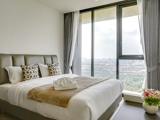 Glamorous 2 Bed w/ Balcony Condo in Overlooking Chatuchak Park