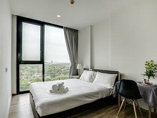 Stylish 2 Bed Apt w/Balcony in The LINE  Jatujak – Mochit