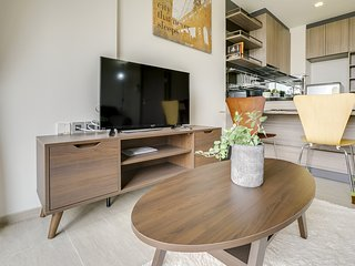 Modern & Cozy 1 Bed 1 Bath Condo in the lovely Phra Khanong Neighborhood
