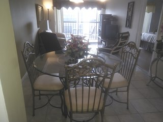 2 MINUTES to BEACH-CONDO 527-VIEW ON THE POOL-CAN SLEEP UP TO 4 ADULTS+ A BABY