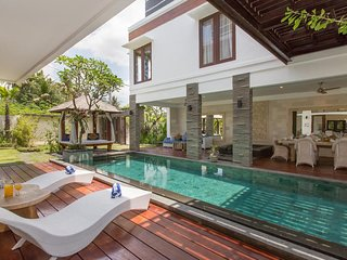 3BDR villa in canggu near beach,club and cafe