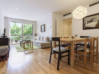 Gorgeous 4 bedrooms apartment in the midst of all the action in Gràcia.