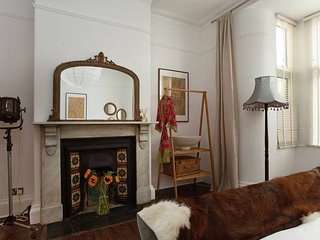 Central city, Victorian charm, 4 stylish ensuite bedrooms with 2 carparks!