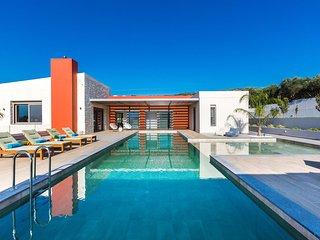 Brand new villa Aori with luxury, private pool, cellar