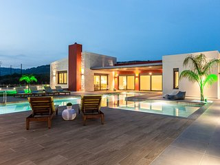 Villa Aori/ Luxury, private pool, cellar, energy house