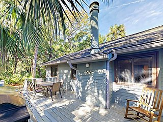 Charming 3BR w/ Private Deck & Screened Porch - Walk 2 Minutes to Beach