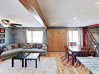 Renovated 2BR Townhouse w/ Free Ski Resort Shuttle – 1 Block to Main Street