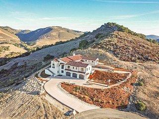 Palatial Spanish Style 5BR - 11 Acres w/ Mountain & Ocean Vistas
