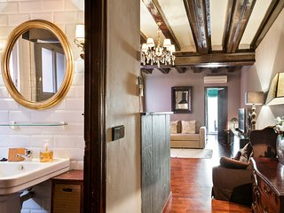 Welcome to the Casa de la Florista Apartment in Barcelona Old Town