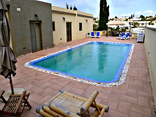 Villa in Mellieha Large Private Pool & Jacuzzi, Valley View - Near Sandy Beach
