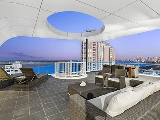 Stunning Penthouse Apartment with Rooftop Terrace - Gold Coast