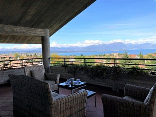 16 PARADISE LAKE VIEW WITH 5 SWIMMING POOL