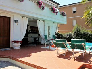 45 - Garden and Pool in Desenzano centrum