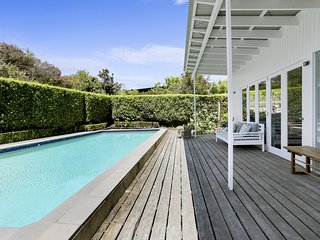 Villa Blanca - Luxury Mornington Holiday House with jacuzzi, heated pool, WiFi,