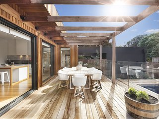 Holiday Shacks - Luxe on Lydgate - Luxury Retreat with pool, WiFi, Foxtel, PS3,