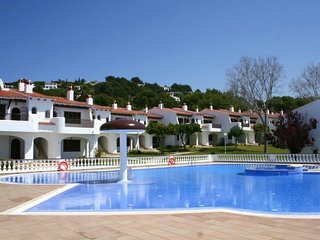 2 bedroom Apartment with Pool and Walk to Beach & Shops - 5606488