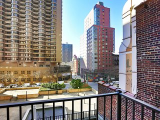 SUPERB EAST 39TH STREET STUDIO APT WITH BALCONY!!