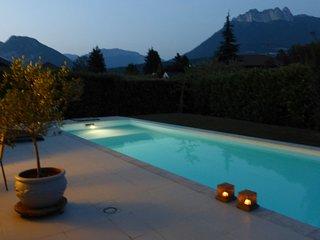 ST JORIOZ - Pool, Art & View. House near lake