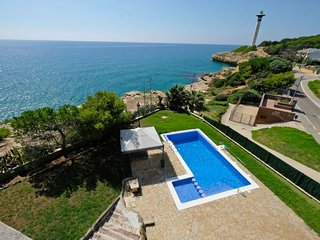 6 bedroom Villa with Pool, WiFi and Walk to Beach & Shops - 5689271