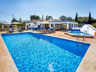 3 bedroom Villa with Pool, Air Con and WiFi - 5433183