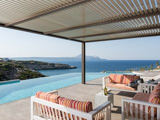 Sirocko/ luxury, seaview, above the Cretan Sea, pool, sleeps 10 guests